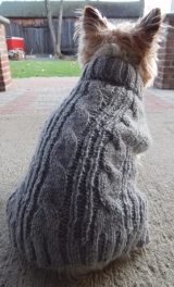 <h5>D004 CABLE KNIT DOGGIE SWEATER</h5>